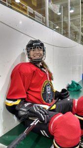 Sasha spielt Hockey