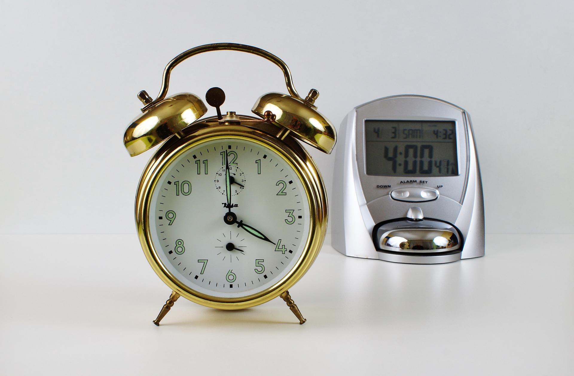 clock: 4:00