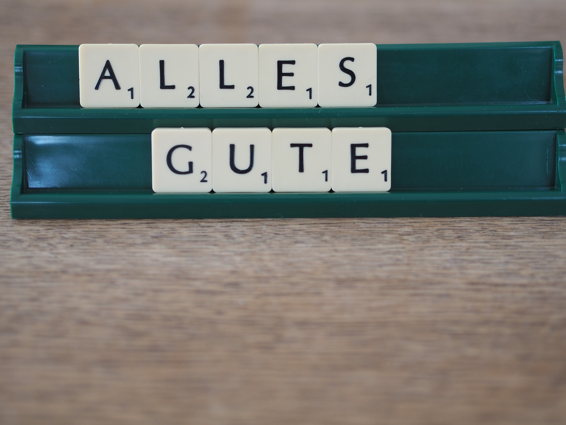 Alles Gute spelled with scrabble letters